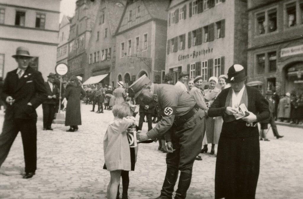 Straßensammlung in Rothenburg (Marktplatz)