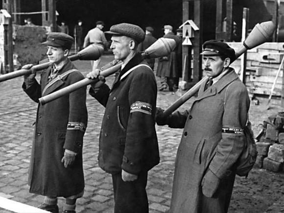 Der Volkssturm soll den Krieg gewinnen; Foto: Bundesarchiv