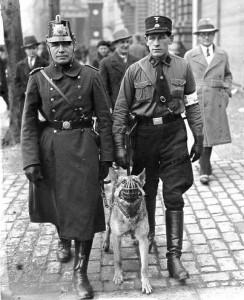 1933 SA als Hilfspolizei; Foto: Bundesarchiv
