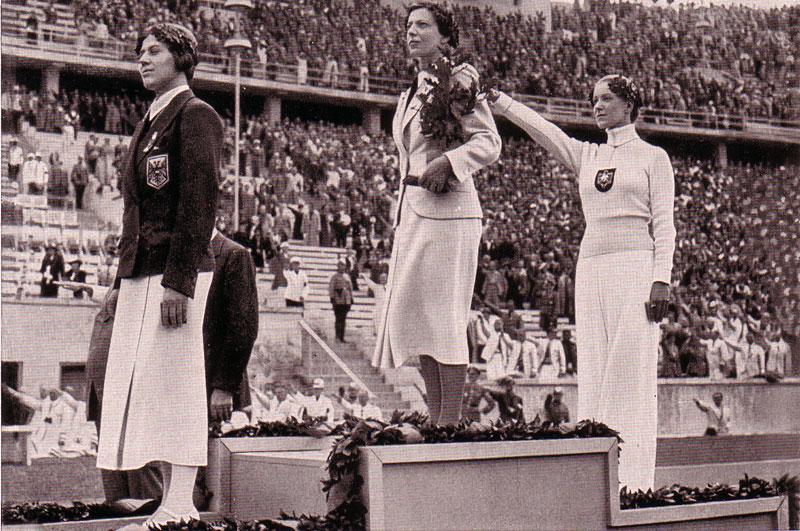 Olympiade 1936 in Berlin: In der Hand Hitlers Eichen-Sprössling