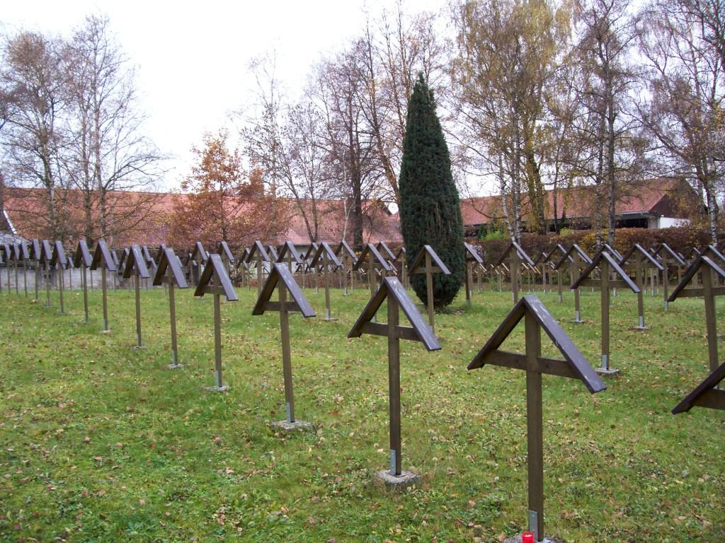 Aufgelassener Kriegsverbrecherfriedhof im Jahre 2008; Foto: Wolf Stegemann