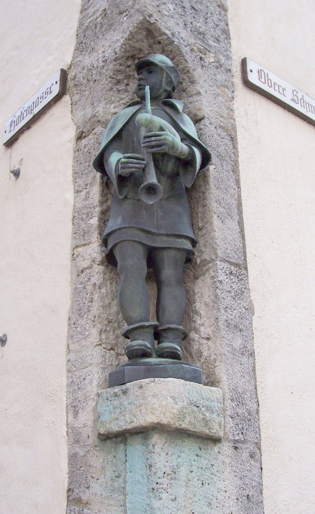 "Oertel-Figur ""Sackpfeifer"" am Marktplatz; Foto: Stegemann"