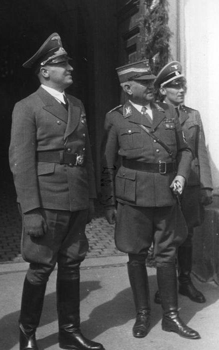 Ludwig Siebert (Mitte) mit Generalgouverneur Hans Frank 1940 in Krakau