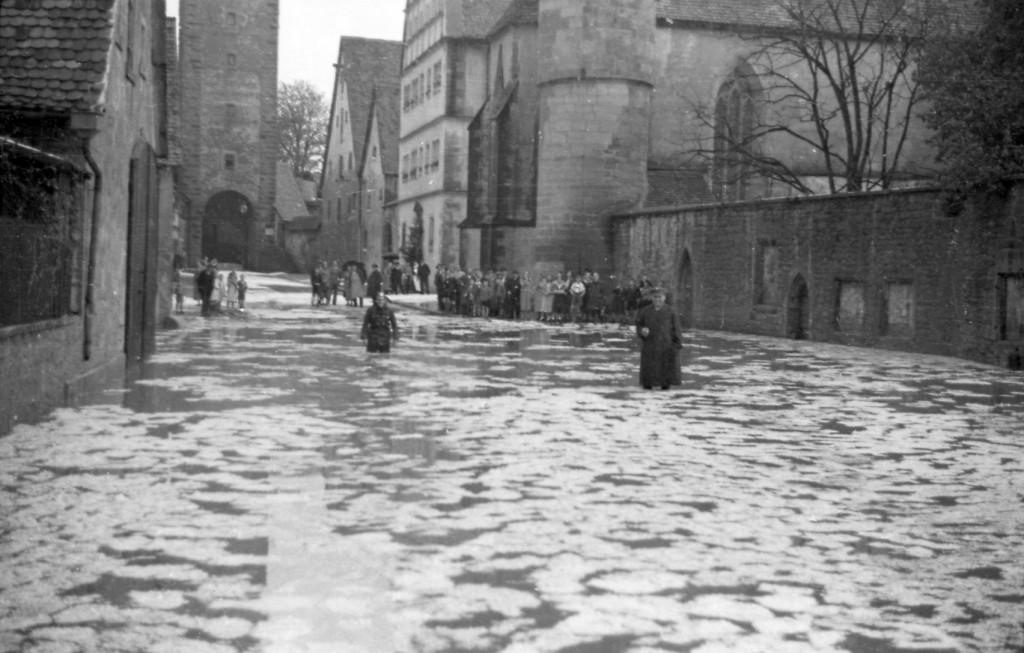 """""""Spitalgasse unter"""" hieß es im Mai 1936; Foto: Reichsstadtmuseum Sammlung Richard Wagner"""