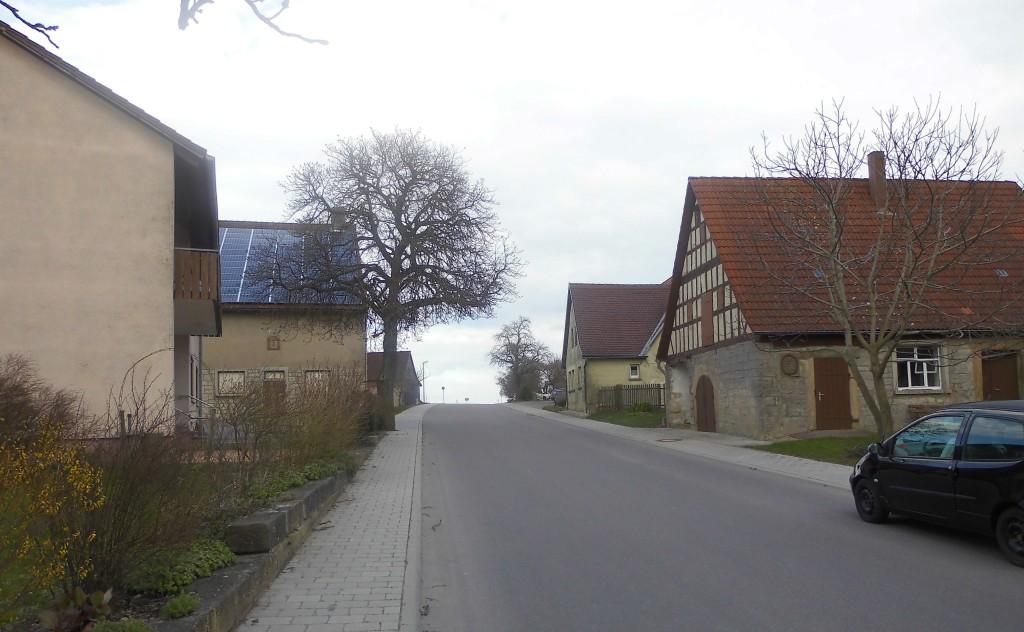 Ortsdurchfahrt in Bossendorf 2015; Foto: Wolf Stegemann