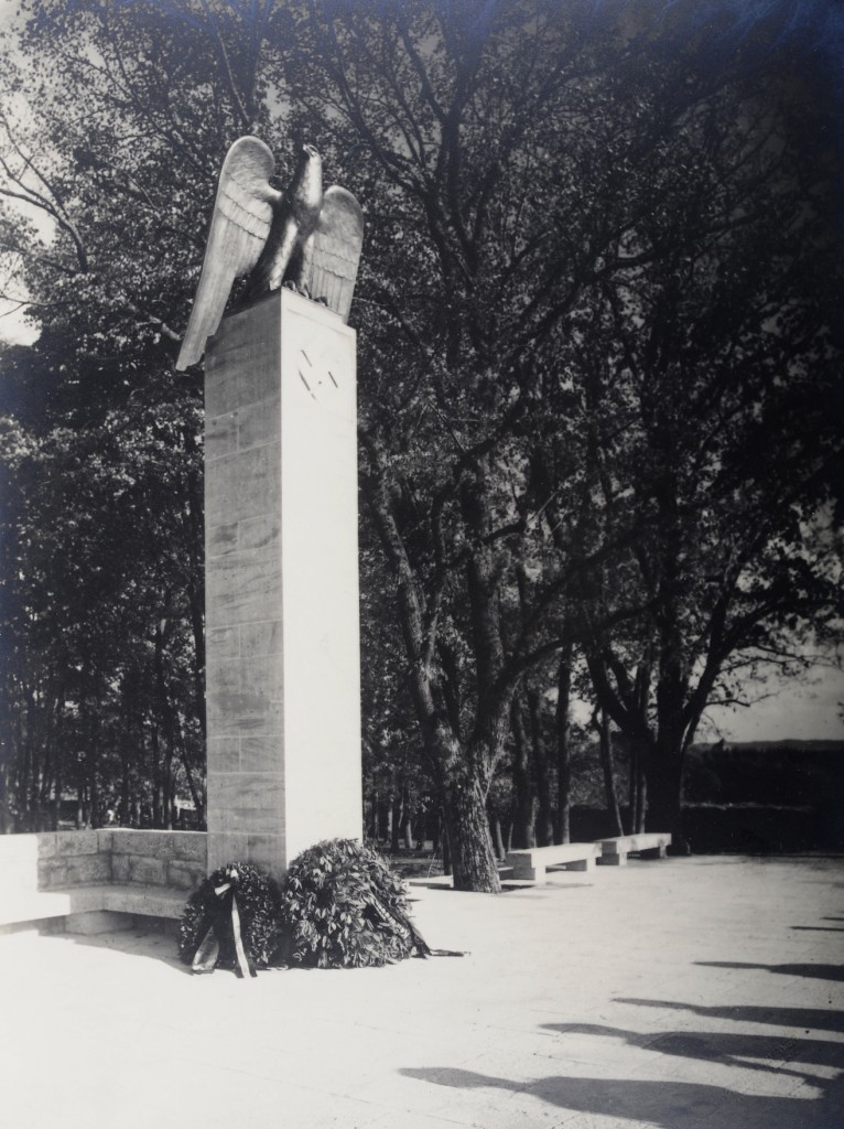 Von Ludwig Siebert gestiftetes Ehrenmal im Burggarten