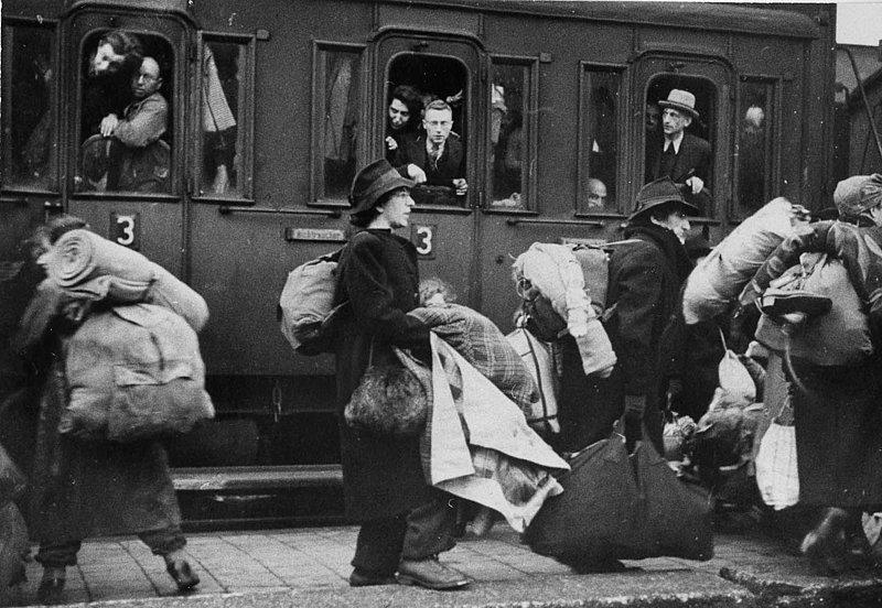 1941 begannen die Deportationen der Juden aus dem Reich in die Todeslager (Foto: Bahnhof Bielefeld 13. Dez. 1941)