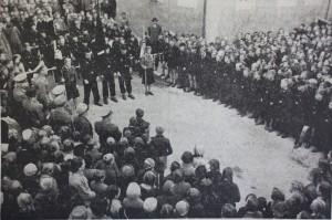 KUndgebung der Schuljugend und der HJ in der Judengasse, nachdem die Juden 1938 verjagt waren