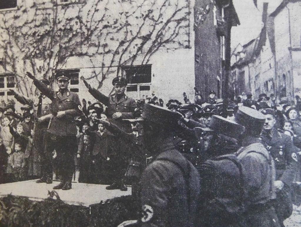 NSDAP-Verbände marschieren an Fink und Steinacker vorbei (Gautag 1937)