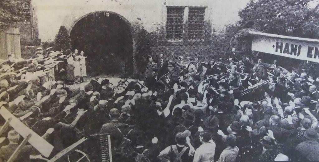 Bürgermeister Schmidt eröffnet das Volksfest 1937; Foto entnommen FA