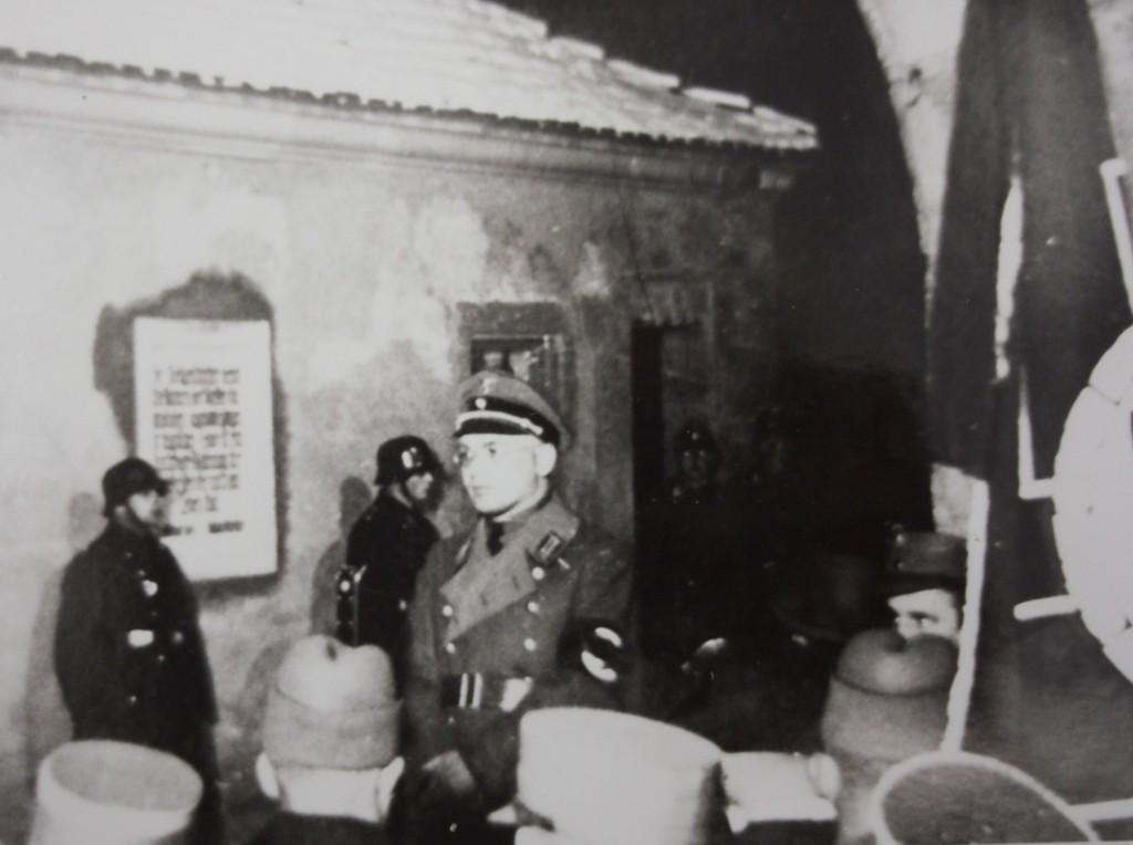 NSDAP-Kreisleiter Karl Steinacker bei der Einweihung der Tafel am Rödertor
