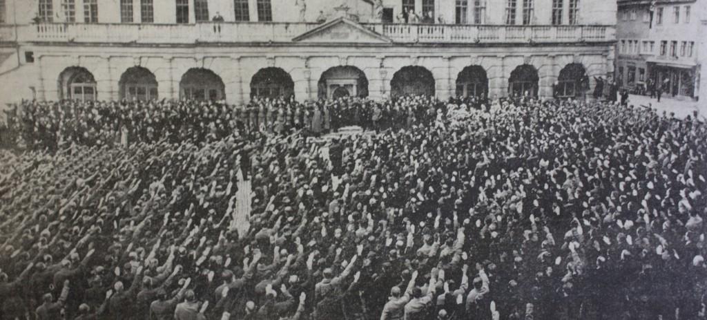 """800 """"heimgeholte"""" Sudetendeutsche 1938 auf dem Marktplatz in Rothenburg ob der Tauber"""