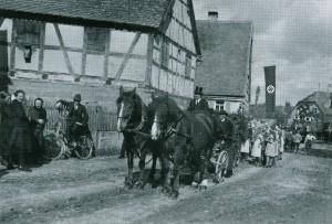 Erntedankfest-Umzug in Egersheim 1936; Foto: Freilandmuseum Bad Windsheim