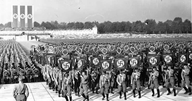 Reichstag 1938 - großer Appell der NSDAP-Gliederungen; Foto: Bundesarchiv