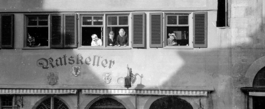 Närrische Zuschauer; Fotos (...): Reichsstadtmuseum Rothenburg ob der Tauber Sammlung Richard Wagner