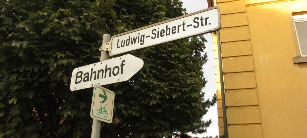 1945 musste die Ludwig-Siebert-Straße auf Befehl der Amerikaner umbenannt werden; 1955 wurde sie wieder so benannt - bis heute