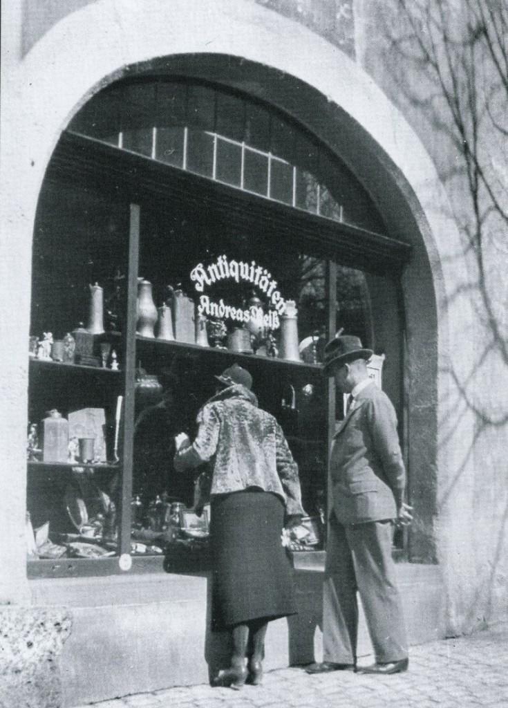"""Antiquitätengeschäft in der """"arisierten"""" Synagoge"""