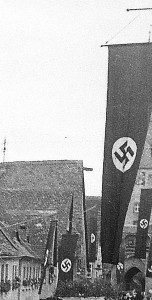 Ab 1933 wurden die Häuser und Straßen mit Hakenkreuz-Fahnen geschmückt