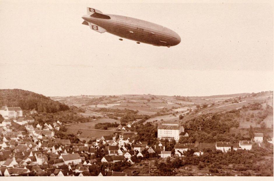 """Luftschiff """"Graf Zeppelin II"""" über Niederstetten"""