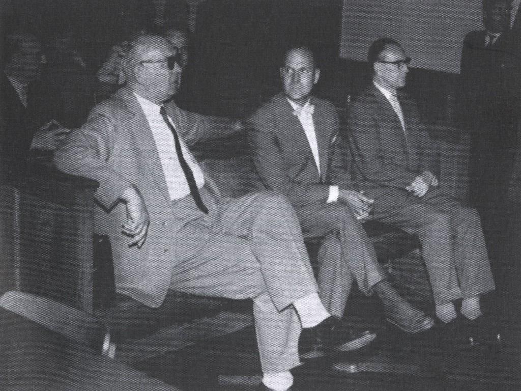 Max Simon (l.) mit F. Gottschalk und E. Otto auf der Anklagebank