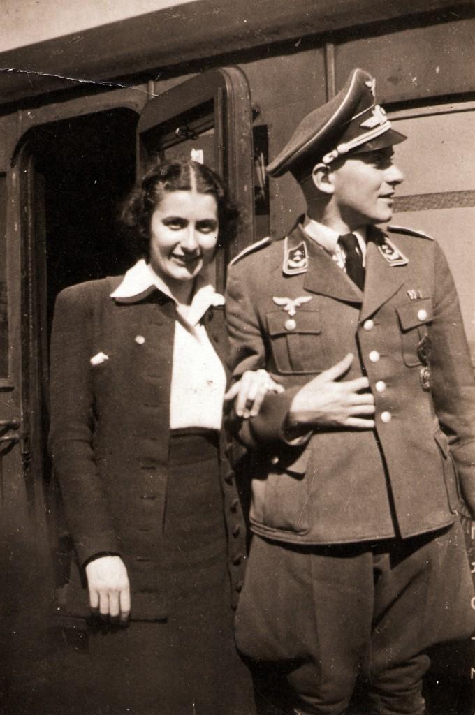 Grete Fürst, verheiratete Schneider, mit ihren Bruder Georg 1942