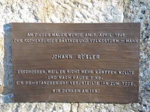 Ehrentafel an Erschießungsort; Foto: Dieter Balb