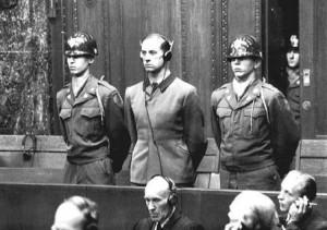 Karl Brandt als Angeklagter im Nürnberger Äzteprozess