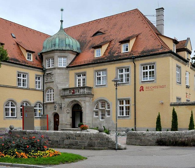 Das frühere Amtsgericht Rothenburg heute - eine Apotheke