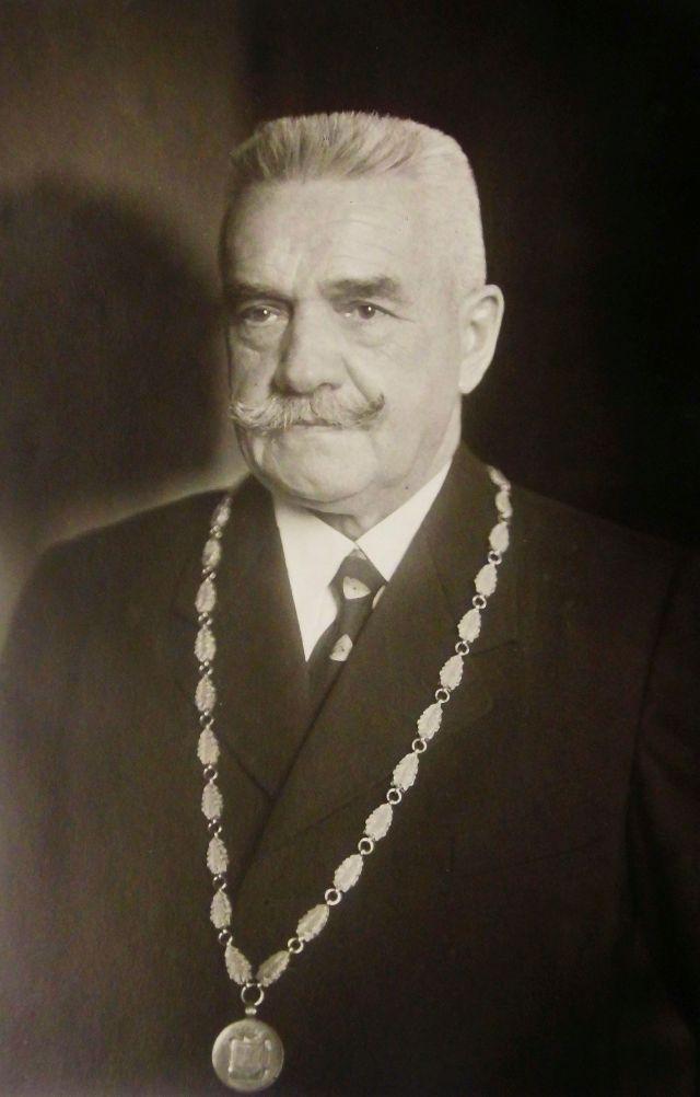^Fridrich Hörner mit der Bürgermeister-Kette