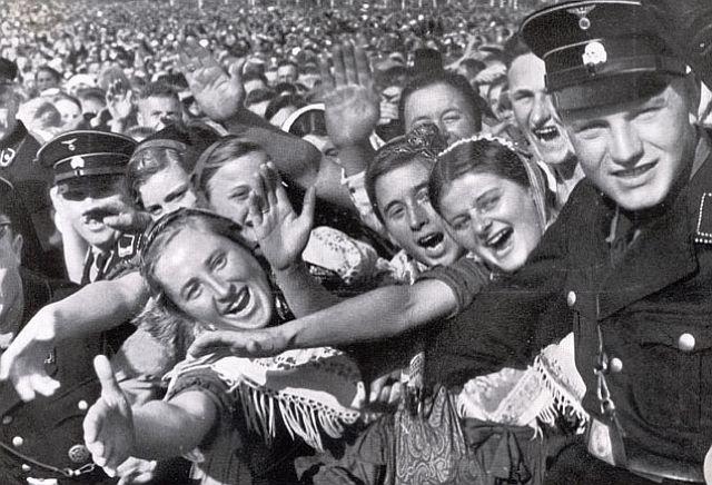 Sie jubeln dem Führer zu - Jugend auf dem Reichparteitag