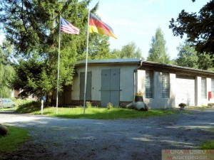 In stehen gelassener Baracke heute das Muna-Museum untergebracht