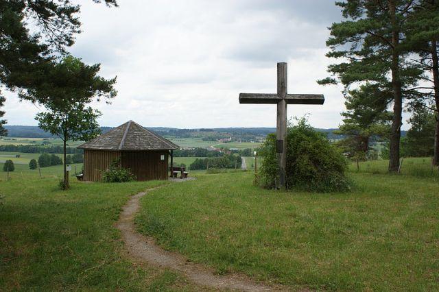 Friedenskreuz in Buch am Wald (Traisdorf) heute