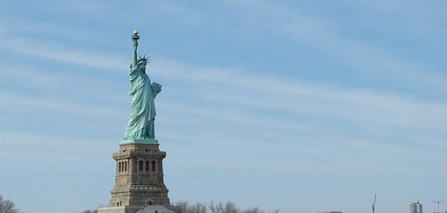 Die Freiheisstatue im Hafen von New York - Für Auswanderer das Symbol eines besseren Lebens