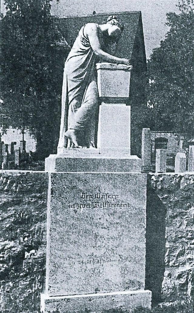 Ehrenmal für die Bombenopfer auf dem Friedhof