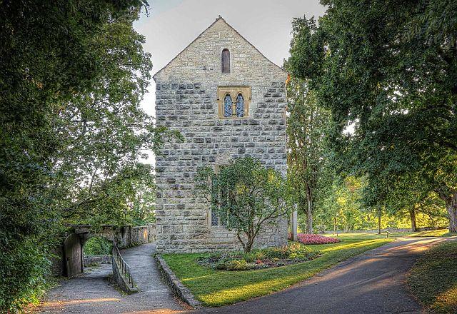 """Das frühere """"Hohe Haus der Herzöge"""", heute als so genannte Blasiuskapelle ein Gefallenen-Ehrenmal"""