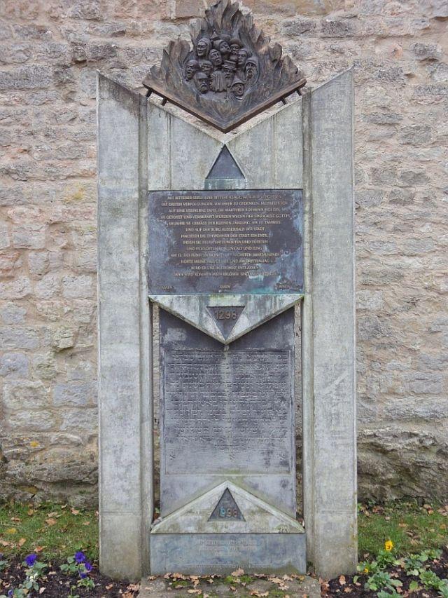 Gedenkstein für die getöteten Juden; Foto: Rolf Schreglmann