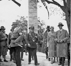 Bei der Einweihung 1934: Siebert links, daneben Oberbürgerneister Dr. Liebermann, Siebert-Familie (re.); Archiv FA