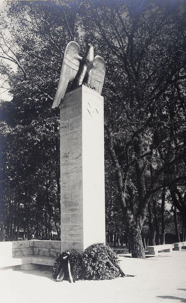 """""""Ehrenmal der nationalsozialistischen Bewegung"""" im Burggarten"""