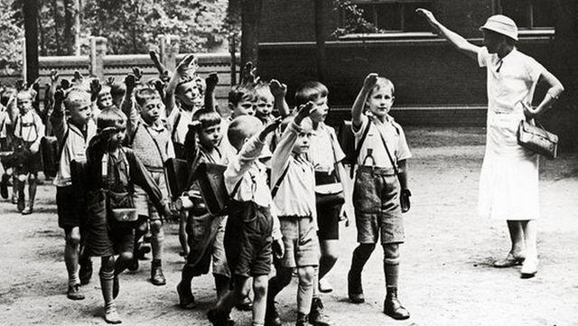 Schule-Hitlergruß