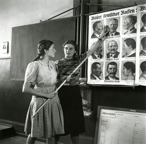 Ausbildung der Schulhelferin (1943)