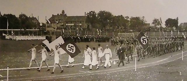 Eröffnung: Einmarsch der Gruppen ins Stadion