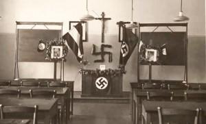 Kreuz und Hakenkreuz im Klassenzimmer