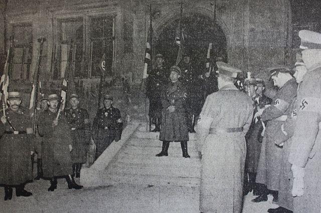Karl Steinacker  verkündet am 27. Oktober 1938 die erfolgte Vertreibung der Rothenburger Juden