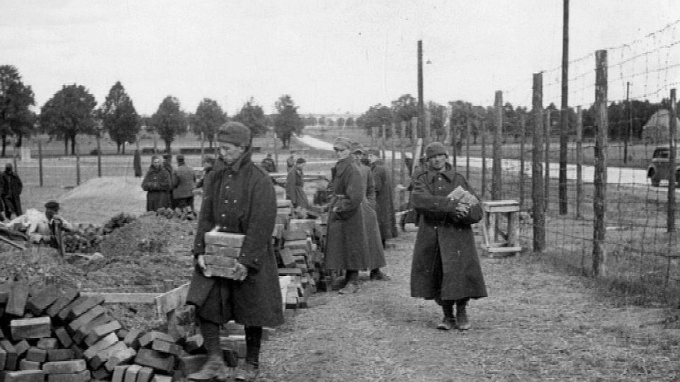 Deutsche Kriegsgefangene bei der Arbeit