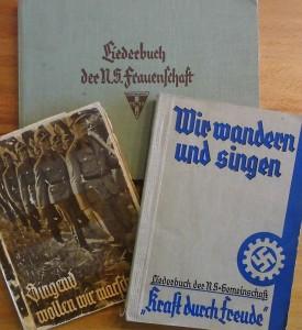 Liederbücher erschienen für jede NSDAP-Gliederung, Schulen und Städte