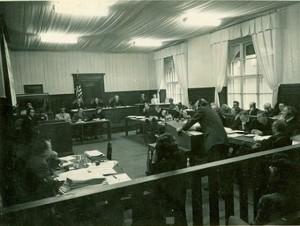 Nachfolgeprozess VIII mit dem Windsheimer SS-  Richard Hildebrandt auf der Anklagebank (re)