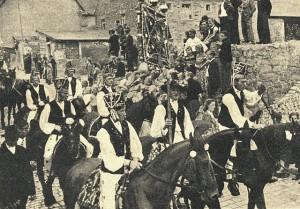 Siebenbürger in Rothenbur zu Pferd 1949