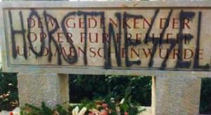 Schaändung eines Opferdenkmals auf dem  Kommunalfriedhof Salzburg 2014