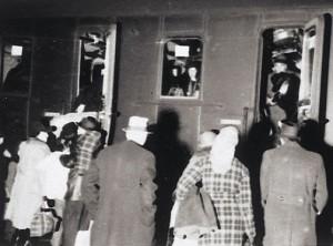 Im Deportationszug am Bahnhof von Würzburg, 1942